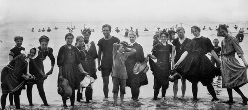 História plaviek plná bizarností: Od kúpacích kabín po žraločiu kožu